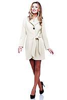 Очаровательное демисезонное пальто в бежевом цвете под пояс