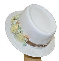 Шляпа Блюз шитье с бежевыми цветами.