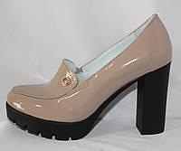 Стильные женские молодежные бежевые туфли из натуральной кожи на высоком каблуке