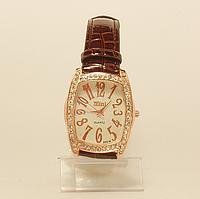 Часы наручные женские  на  ремешке