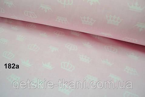 Бязь с белыми коронами на розовом фоне (№182а)