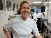 Клер Смит «железная леди» и единственная женщина шеф-повар в Великобритании.