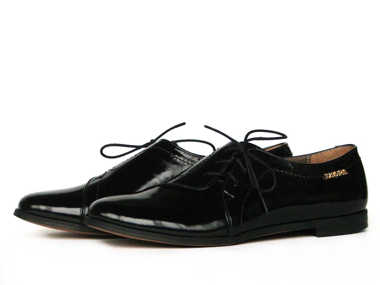 Туфли женские с боковой шнуровкой из кожи с лаковым блеском