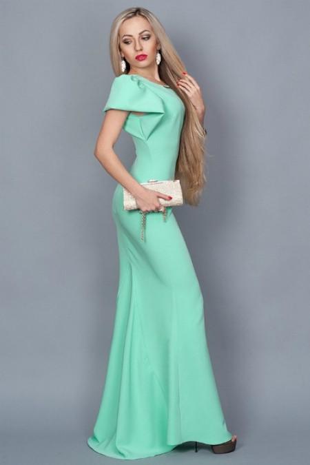 Длинное в пол платье со шлейфом мята