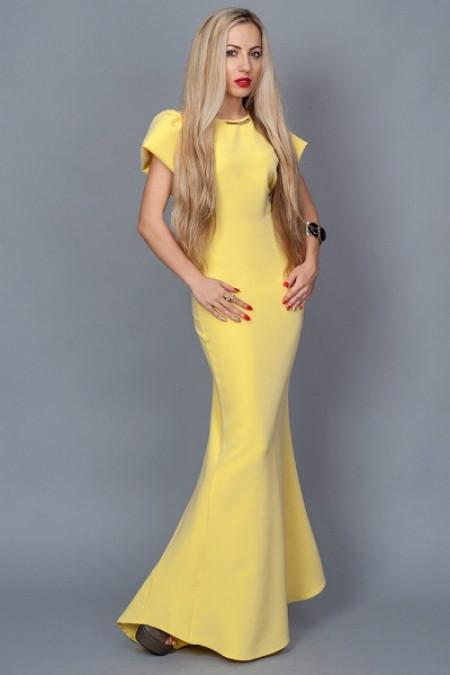 Платье длинное в пол со шлейфом желтое