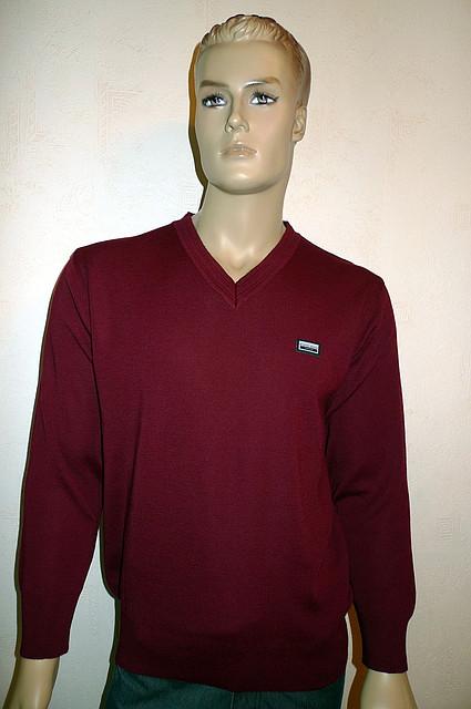 Бордовый пуловер с вырезом мыс