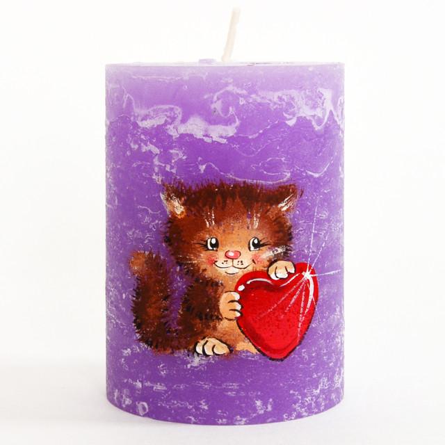 Свеча ручной работы с расписным влюбленным котиком
