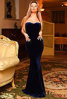 Женское силуэтное платье в пол зауженное по бёдрам с открытыми плечами