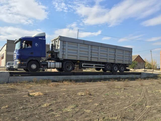 Данные весы имеют такие характеристики НПВ 80 тонн,длинна платформы 18 метров установка произведена в Николаевской обл.