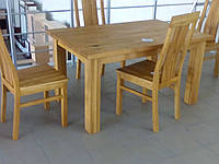 Дерев'яний прямокутний стіл
