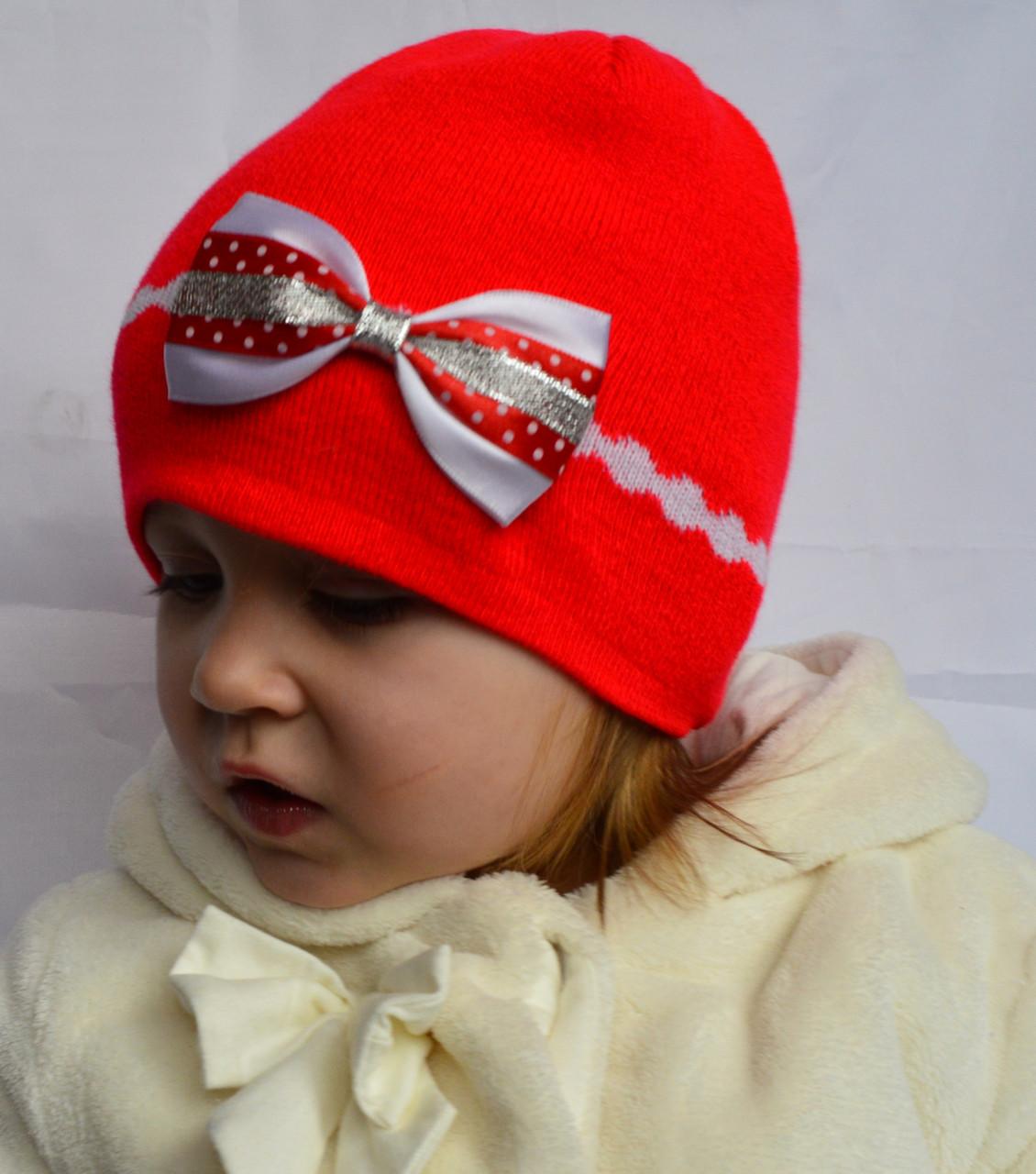 Детская вязаная шапочка с бантиком