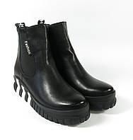 Спортивные ботиночки с надписями черные