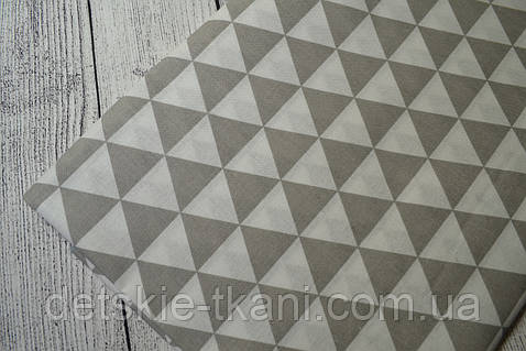 Лоскут ткани №3  с серыми треугольниками