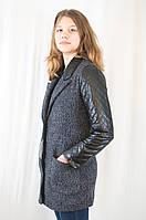 Красивая оригинальная куртка-жакет с рукавами из стеганной эко-кожи.