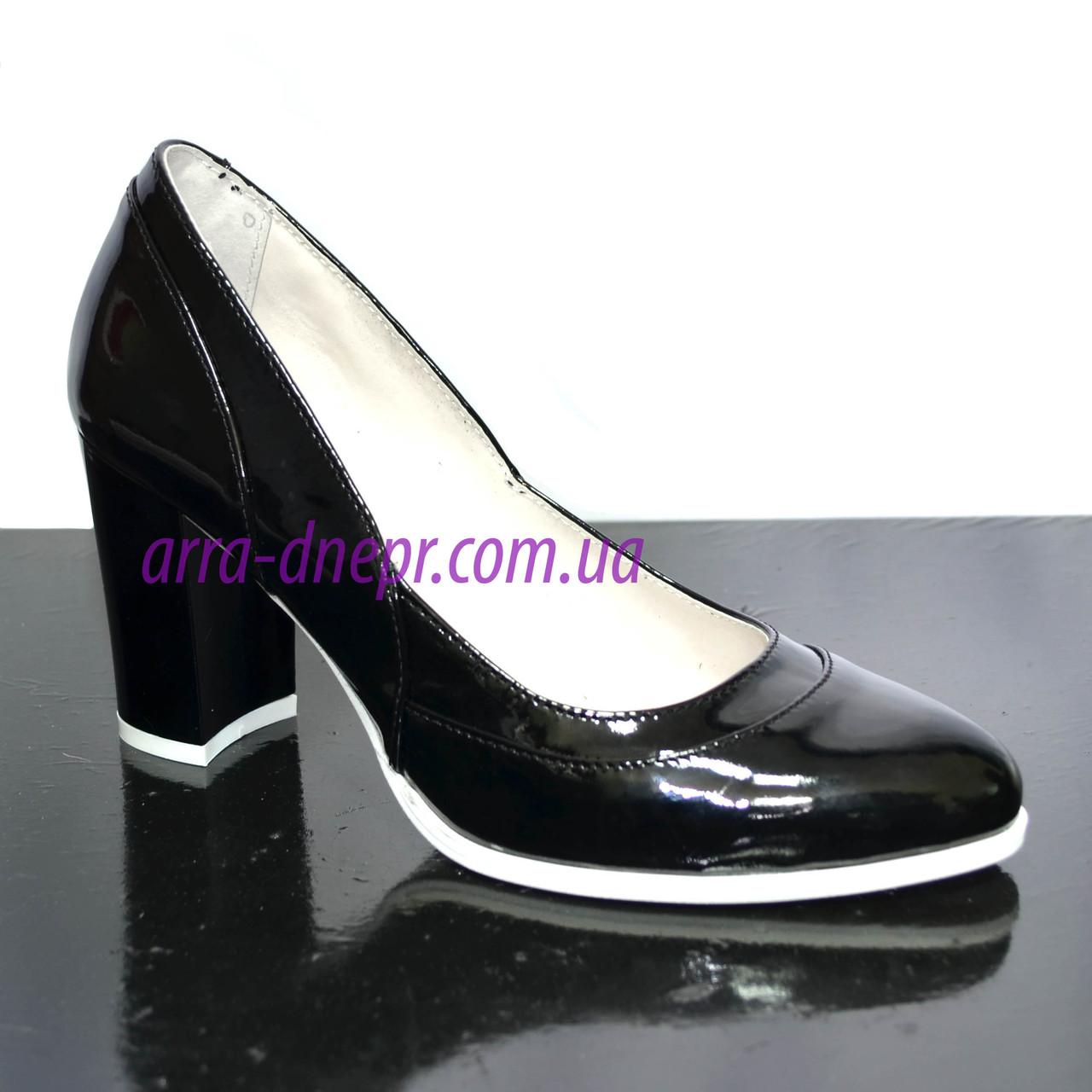Женские черные туфли из натуральной лаковой кожи на высоком каблуке