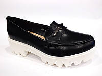 Удобные черные туфли на тракторной подошве