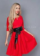 Эффектное красное платье из стрейчевой ткани