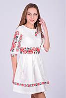 Изумительное платье из домотканого полотна украшено роскошной вышивкой модного фасона с пышной юбкой