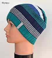 Красивая полосатая цветная вязанная шапка изумруд