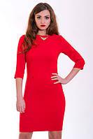Элитное платье из новой коллекции в красном цвете с золотистым украшением на груди