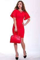Шикарное клубное платье в красном цвете с золотистым украшением и оригинальными рукавами