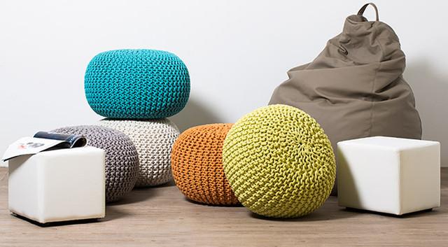 Вязаные вещи для дома - пуфы декоративные бескаркасные, подушки интерьерные, пледы вязаные, сумки.