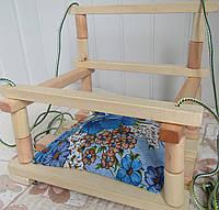 Качеля деревянная подвесная с подушечкой