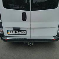 Накладка на задний бампер на Рэно Трафик с 01-15 (нерж) с загибом OMCARLINE.