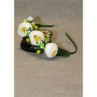 Ободок-половинка с белыми цветами