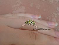 Элегантное кольцо 3 камня