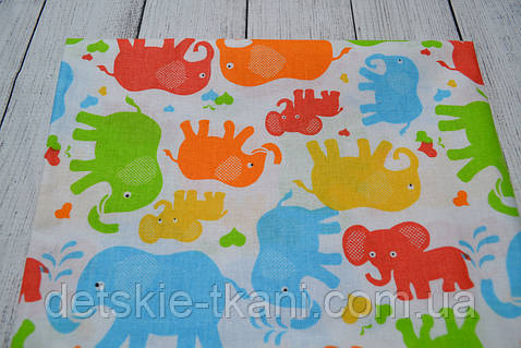Лоскут ткани №175 ткань с изображением разноцветных слонов на белом фоне