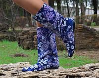 Синие женские сапожки с белым цветочным принтом