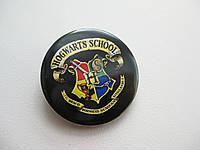 Значок с гербом школы Hogwarts (Хогвартс), значок фаната Гарри Поттера, значок поттеромана
