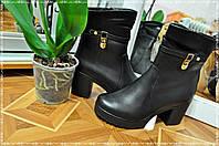 Черные женские зимние ботинки с каблуками
