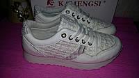 Белые лаковые кроссовки в наличии