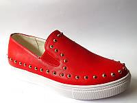 Слипоны красные женские на платформе с шипами !