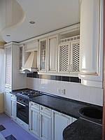 Кухня в классическом стиле «Киевская фреза» белого цвета