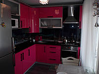 """Маленькая угловая современная кухня """"Адвента"""" с крашенными фасадами в МДФ в розовом цвете"""