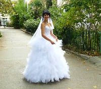 Продам красивое свадебное платье б/у или сдам на прокат в Алуште, Ялте.