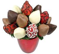Корзина из фруктов в шоколаде
