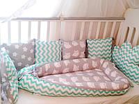 Защита (бампер) в кроватку ручной работы
