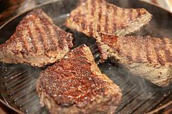 Сковорода-гриль: правильно выбираем и вкусно готовим