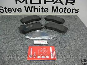 Передние тормозные колодки Dodge Challenger SRT8 2008-11 новые оригинальные