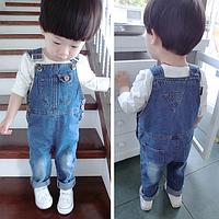 Джинсовый детский комбинезон с карманом