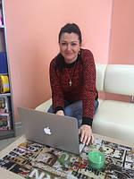 Анна - менеджер по работе с розничными клиентами.