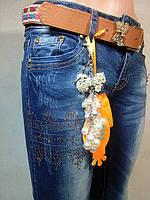 Женские джинсовые брюки зауженные со стразами