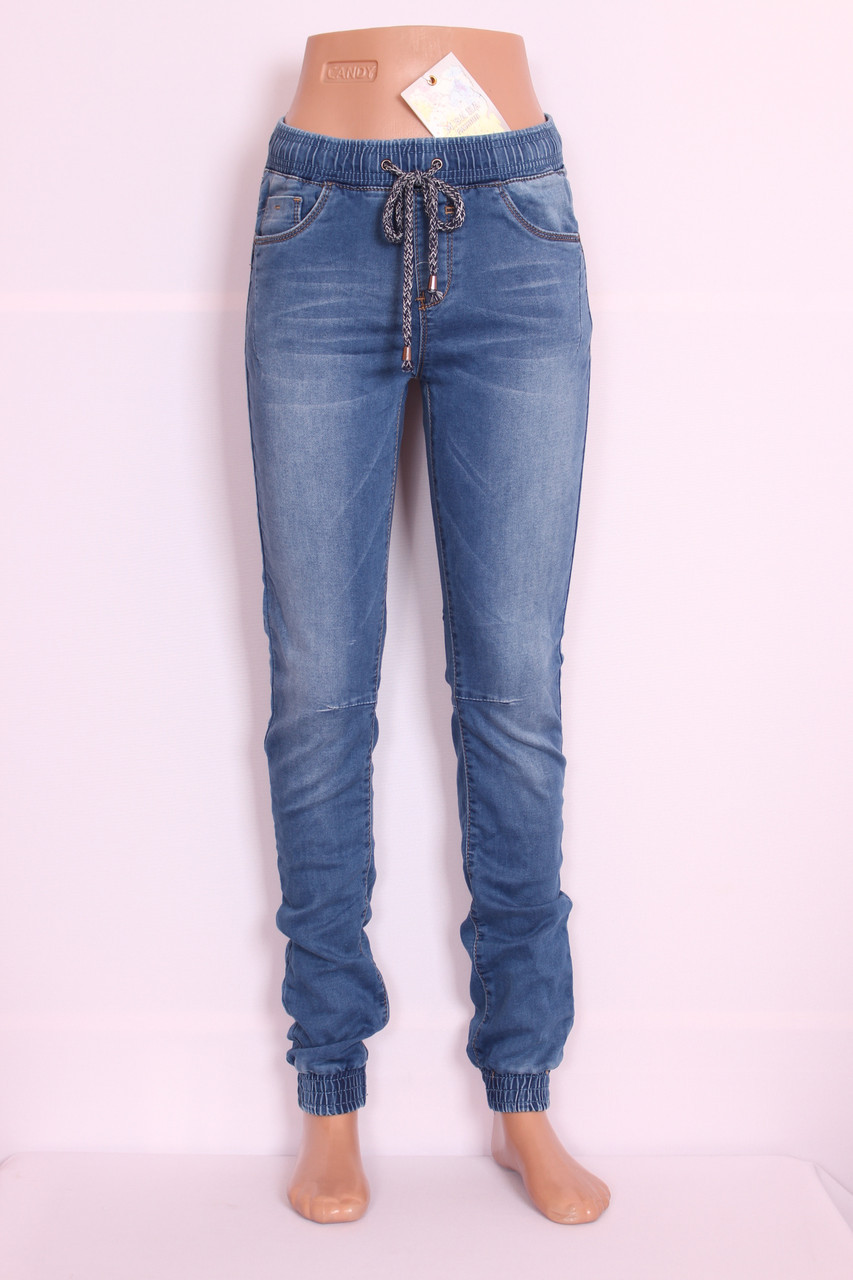 19182fba7934 Женские джинсы на резинке в спортивном стиле