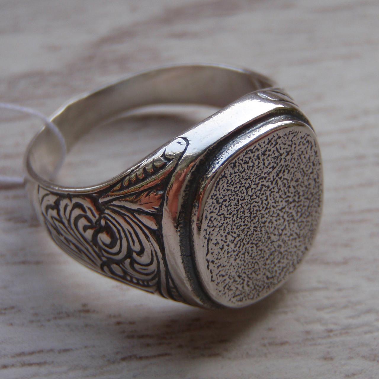 Серебряная мужская печатка с орнаментом