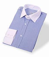 Комбинированная приталенная рубашка голубого цвета с белым воротником и манжетами