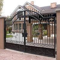 Кованные распашные ворота въездные